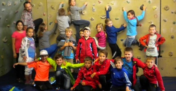 Klettern im Rahmen des Turnunterrichts